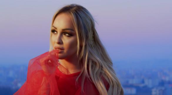 Adelina Berisha publikon këngën 'S'ta fal'