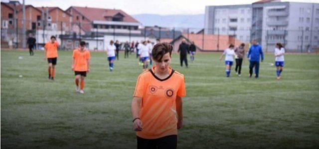 Vajza nga Rahoveci që jeton për futbollin! Mësoni historinë e saj interesante!