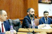 Ja si ka degraduar debati në Kuvendin e Prizrenit: Boll mo, na keni tesh!(Video)