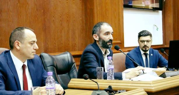 MINUSI I JAVËS NË PRIZREN: Bojkotimi i seancës së jashtëzakonshme të Kuvendit