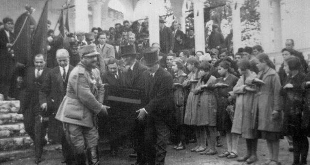 100 vjet nga varrimi i plakut të madh Ismail Qemali
