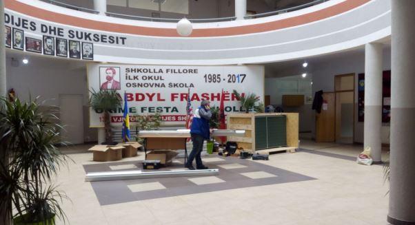 """Ngjyrosen klasat e shkollës """"Abdyl Frashëri"""" në Prizren (Foto)"""