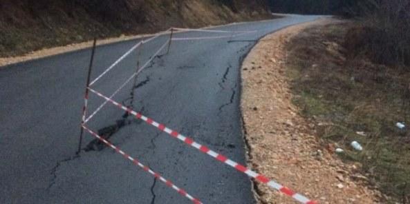 Sanohet rruga për Dragash – rreziku mbetet (Video)