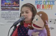 Vogëlushja nga Prizreni me mënyrë të pazakonshme këndimi (VIDEO)