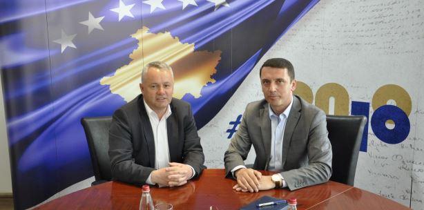 Ministri Gashi premton ndërtimin e Qendrës së Rinisë dhe të Kulturës në Junik