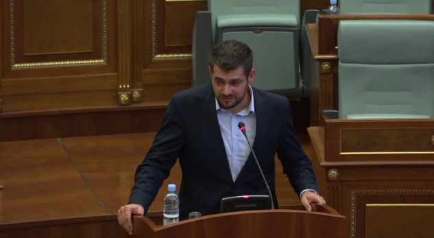 Deputeti Andin Hoti: Ata që i nënshtrohen Erdoganit, janë zvarranikë