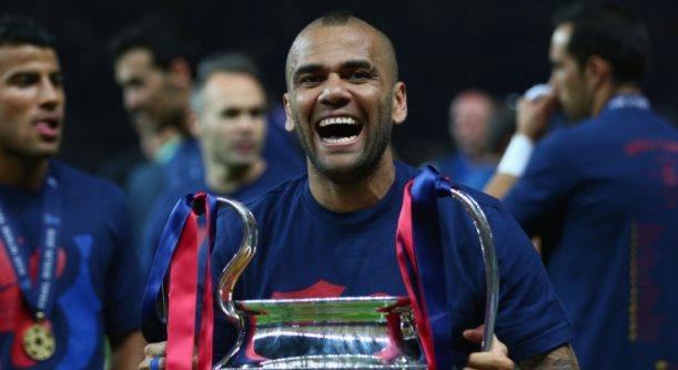 Dani Alves futbollisti me më së shumti trofe