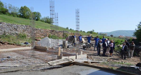 Në Banjë të Malishevës nis ndërtimi i shtëpisë për një familje skamnore
