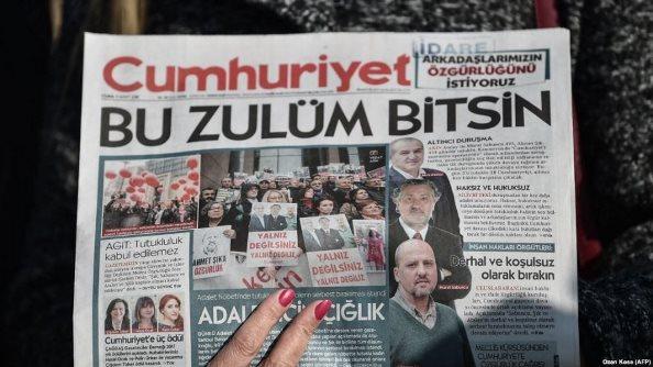 Turqia dënon me burg edhe 13 gazetarë