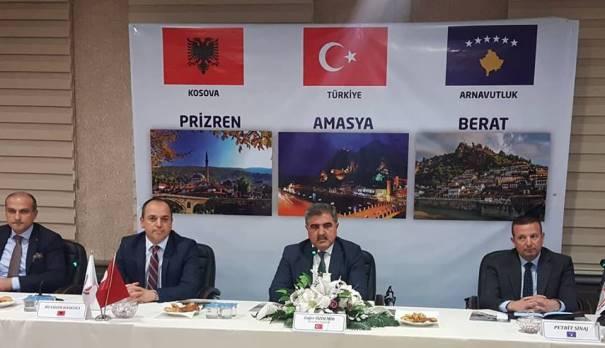 """Turqit ia  """"ngatërrojnë"""" flamurin Haskukës"""