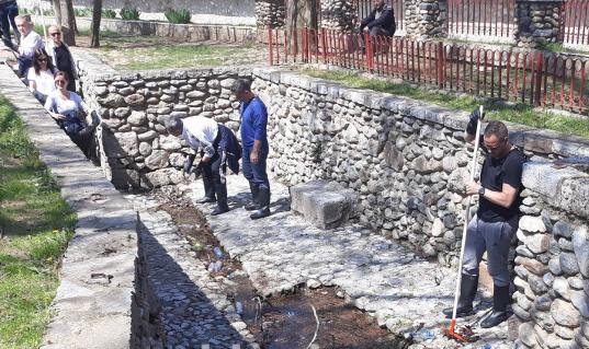 Në Prizren përtojnë të pastrojnë Përtej Pragut (VIDEO)