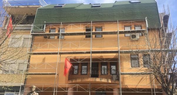 """Rahovec:Vazhdojnë punimet në renovimin e objektit të Shtëpisë së Kulturës """"Mensur Zyberaj"""""""