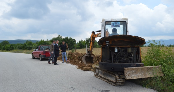 Filloi ndërtimi i trotuarit në Llazicë të Malishevës