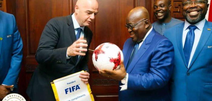 Skandal i madh – Gjyqtari i Botërorit dhe zyrtari i FIFA-s duke marrë ryshfet (Video)