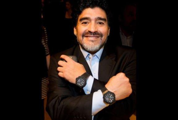 https://prizrenpress.com/wp-content/uploads/2018/06/Maradona-two-watches-02.jpg