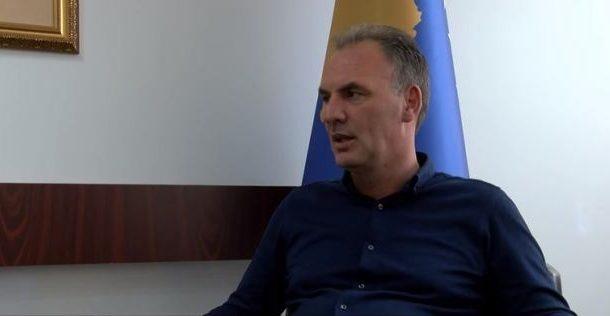 Limaj pret që Shqipëria të zbresë tarifën në Rrugën e Kombit