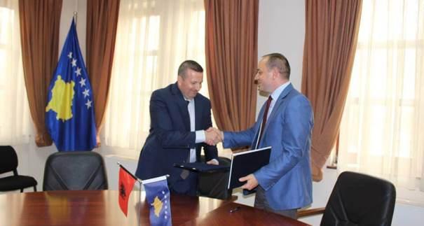 Nënshkruhet marrëveshja për binjakëzimin e Prizrenit me Beratin