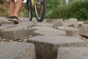 Reshjet dëmtojnë rrugët në Suharekë (VIDEO)