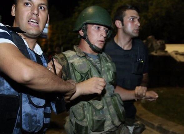 """Turqia urdhëron arrestimin e më shumë se një mijë """"gylenistëve"""""""