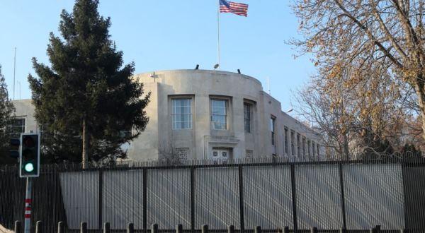 Të shtëna jashtë Ambasadës amerikane në Ankara