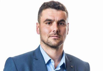 Asamblisti i Vetëvendosjes në Dragash, dhuron pagën për shërimin e vogëlushit, Adi Skeraj