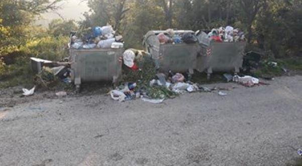 Prizren: Banorët ankohen nga kundërmimi i kontejnerëve përplot bërllok (Foto)