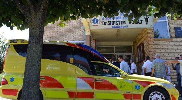 Mërgimtari nga Suedia dhuron një autoambulancë për QKMF në Malishevë