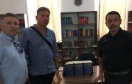 Mërgimtari dhuron enciklopedi me 24 vëllime bibliotekës 'Sulejman Krasniqi' në Rahovec