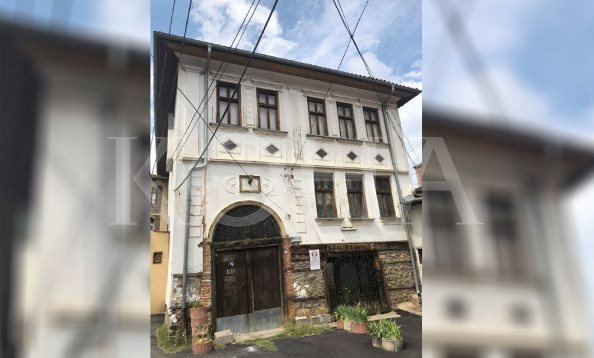 Shkëlqimi neoklasik i shtëpisë së Destan Kabashit