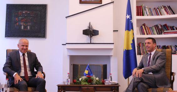 Ministri Gashi priti në takim Presidentin e Federatës Evropiane të Sportit Universitar, z. Adam Roczek