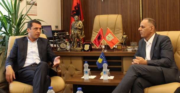 Ministri Gashi vizitoi Komunën e Hanit të Elezit dhe Kaçanikut, nënshkroi dy memorandume bashkëpunimi