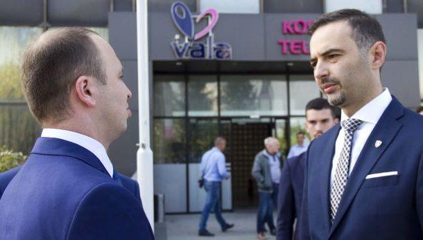 Ministri Lluka përgëzon udhëheqësit e Telekomit për të hyrat rekorde