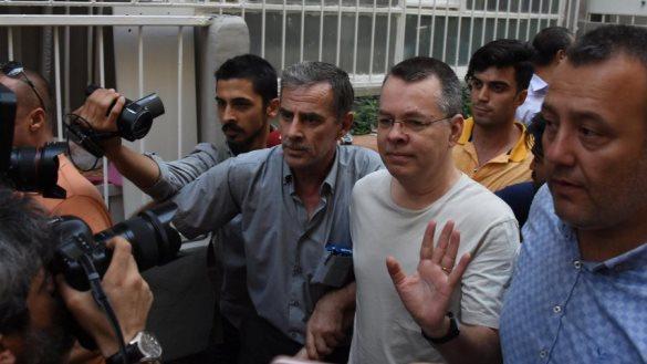 Trumpi përshëndet lirimin e pastorit amerikan nga Turqia