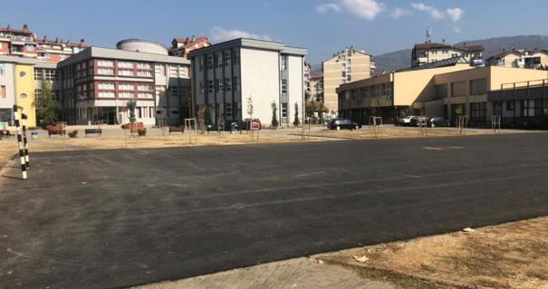 Rregullohen hapësirat publike afër objekteve shkollore në Prizren