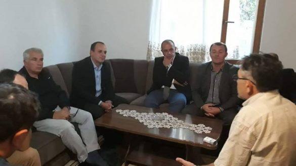 Haskuka viziton familjen e Çlirim Malokut, i cili u rrah në Serbi