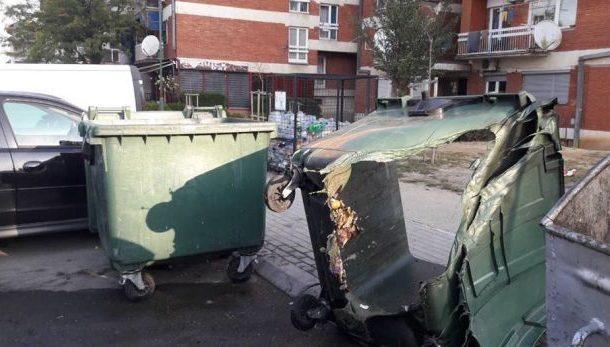 Digjen kontejnerët e plastikës në Prizren(Foto)