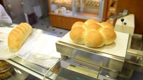 Bukëpjekësit kërkojnë uljen e çmimit të rrymës për furrat, për të liruar bukën