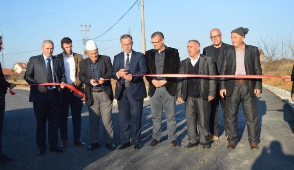 Përurohen edhe 2.5 kilometra rrugë në dy fshatra të Malishevës