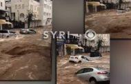 VIDEO/ Përmbytje të frikëshme në Turqi, makinat i merr uji