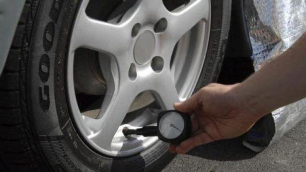 Pezullohet procedura ndaj të akuzuarit për shpimin e gomave të veturave me qëllim në Rahovec