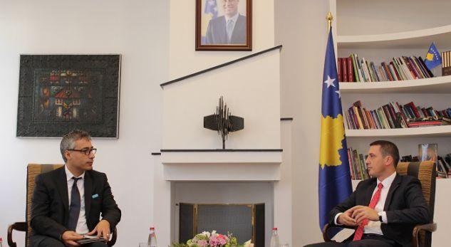 Ministri Gashi priti në takim udhëheqësin e UNICEF-it, Murat Sahit