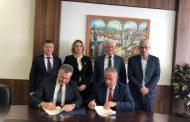 Nënshkruhet marrëveshje ndërmjet Koordinatorit Hoti dhe Komunës së Suharekës