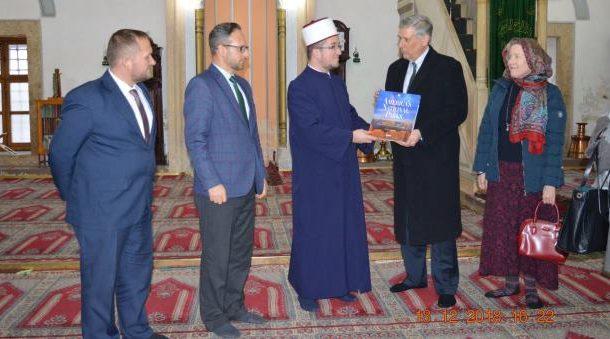 Ambasadori Kosnett viziton Xhaminë e Madhe në Prizren