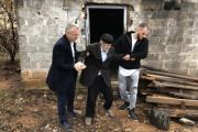 Halil Kastrati e bën me shtëpi plakun, Miftar Gjigollaj