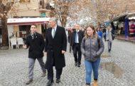 Ambasadori amerikan shëtitet nëpër Prizren