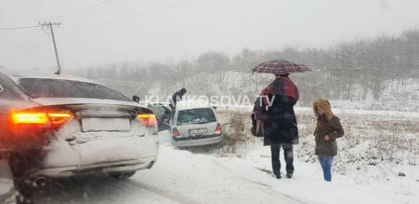 Në Landovicë të Prizrenit, banorët ankohen për rrugë të papastruara nga bora (FOTO)