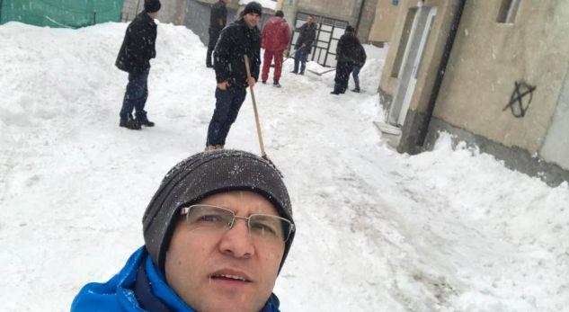 Komuna në gjumë, banorët e Dragashit mobilizohen për ta larguar borën(Foto)