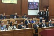 Pozitë e opozitë synojnë kryesuesin e ri të Kuvendit në Prizren