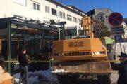 Komuna e Prizrenit ia rrënon terrasën lokalit të familjes së ish-drejtorit të Inspektoratit Bujar Hasani – FOTO
