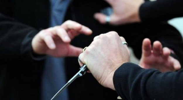 Theret me thikë në gjoks një person në Prizren